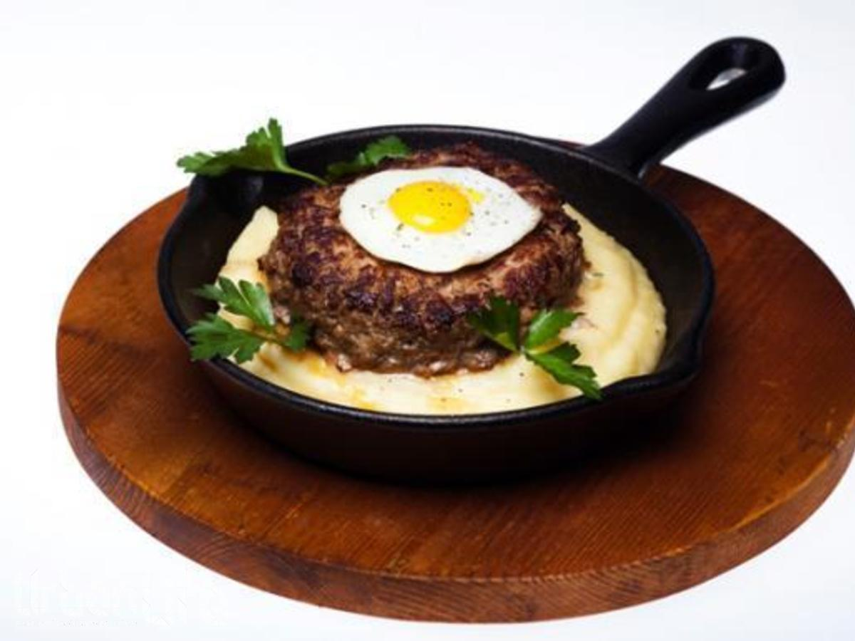 Бифштекс с яйцом из фарша рецепт